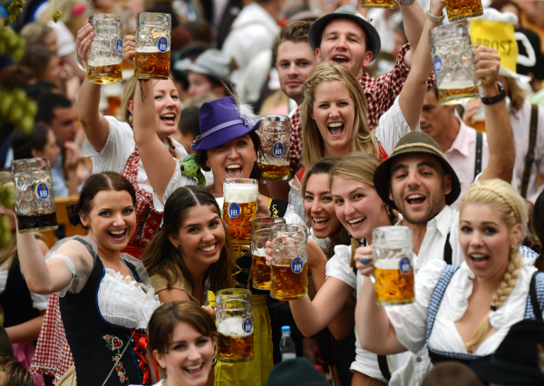 GERMANY-MUNICH-FESTIVAL-DRINK-LIFESTYLE-BEER-OKTOBERFEST